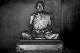 Extraordinarily lifelike statues